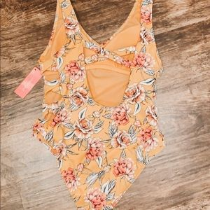 Target swimsuit one piece//BRAND NEW